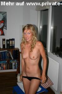 amateur nacktfoto slip ausziehen blondine privat