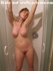 freundin blondine geil nackt in der dusche