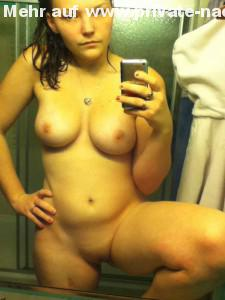 freundin fotografiert sich auf nackt whatsapp selfie selbst fuer ihren freund