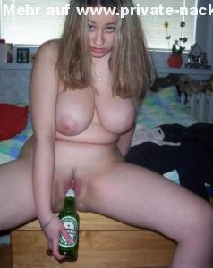 heineken flasche in der fotze