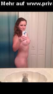 nackt im badezimmer ein schnelles selfie fuer den freund per whatsapp