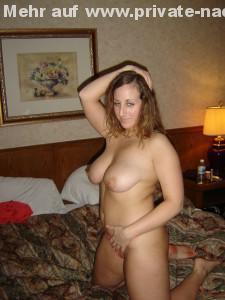im hotelzimmer meine frau nackt auf dem bett