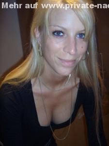 geile blonde freundin im sexy oberteil