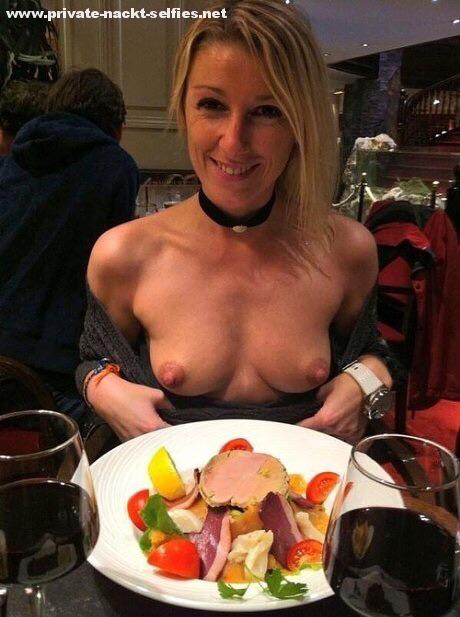 Blinkende Titten im Restaurant
