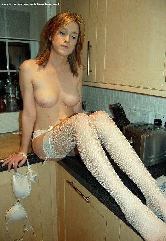 Nackt In Der Küche