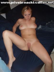 sexting beine breit foto