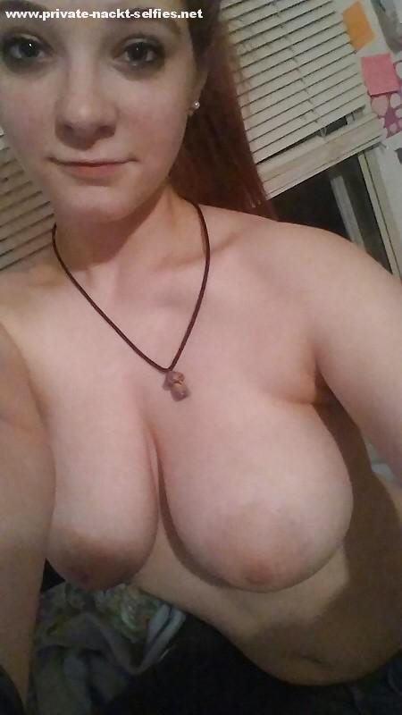 Titten nackt selfie Nackt Teen