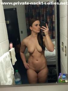 nacktselfie mit handy nacktfoto