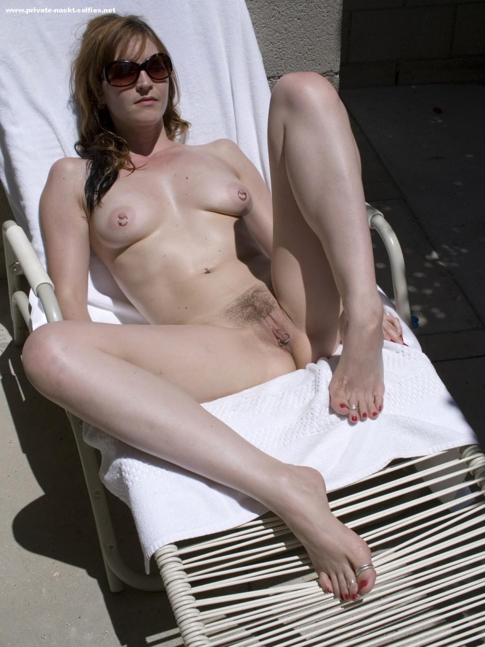 Nackt Sonnenbad