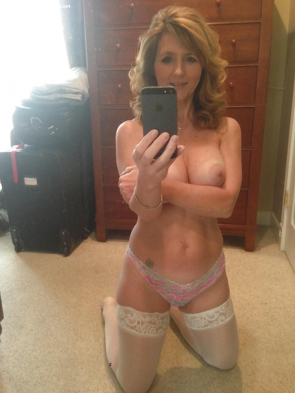 naked milf insertion sex selfies