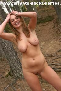 nackt im wald nude in public outdoor draussen oeffentlich voyeur amateur freundin