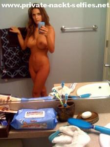 milf nackt selfie im bad