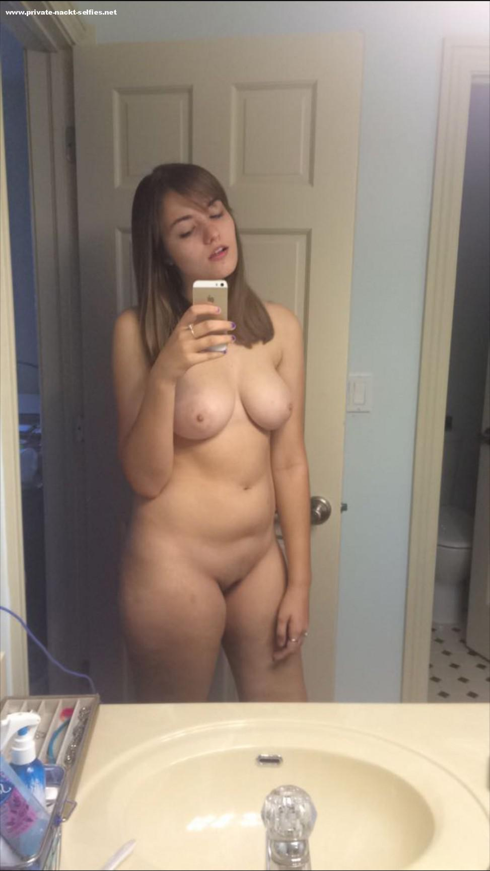 Selfies amateure nackt Nude Selfies