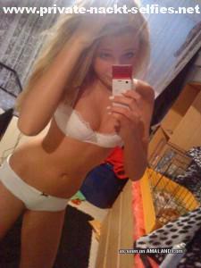 teen unterwaesche in weiss selfie