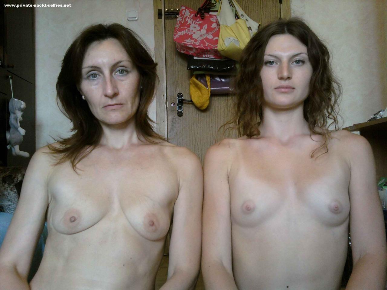 golie-mami-v-kino